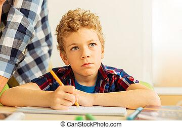 garçon, tâche, écriture, sien, sérieux, blond, percé
