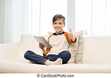 garçon, tablette, projection, haut, pouces, maison, sourire