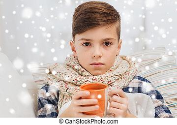 garçon, thé, malade, grippe, maison, boire, écharpe