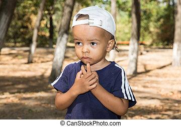 garçon, usage, concept, amour, nature, enfant, parc, il, bébé, parenting, américain, africaine, summer., ou