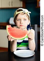 garçon, vieux, casquette, mange, pastèque, 4, année, table, cuisine