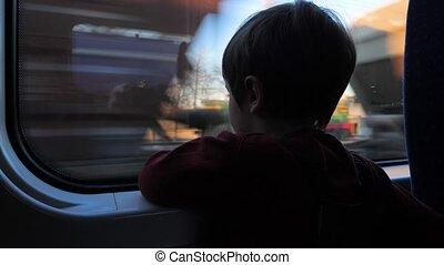 garçon, vieux, mignon, train., années, regarder, fenêtre, 5, fenêtre., enfant, children., par, voyager