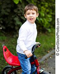 garçon, voyager bicyclette, dans parc