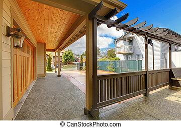garaż, i, wstecz, portyk, z, driveway., nowy, luksus dom, exterior.