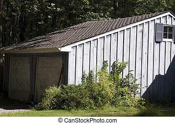 garage in need of paint job