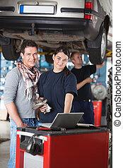 garage, klient, arbetare, stående