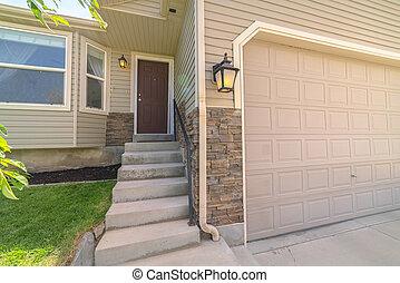 garage, maison, porte, adjacent, pattes, escalier, béton