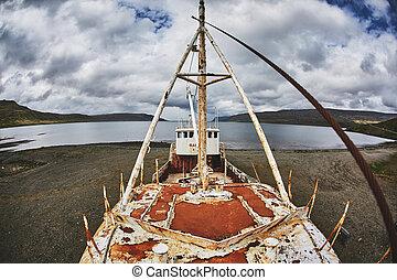 Gardar BA 64 ship wreck in Iceland - Gardar BA 64 ship wreck...