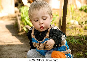 garden., αγόρι , μικρός , κάθονται