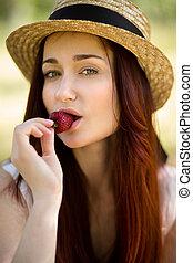 garden., comer mulher, moranguinho, excitado, chapéu
