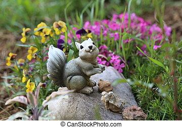 Garden decoration / Garden decoration in the form of squirrels