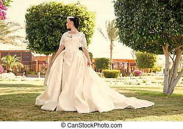 garden., estate, donna, brunetta, gioielleria, bellezza, dress., face., trucco, modello, makeup., fascino, sposa, moda, hair., diadema, ragazza, matrimonio, bianco, sensuale, sguardo