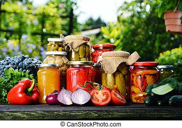 garden., fait mariner, nourriture, légumes, conservé vinaigre, pots