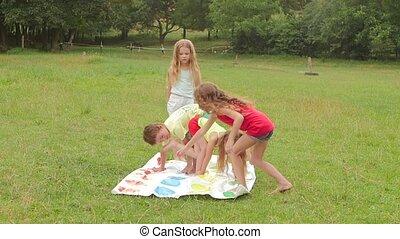 garden., lent, jouer, mouvement, twister, enfants