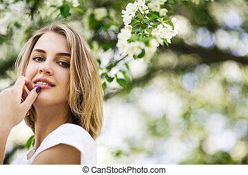 garden., lente, vrouw, jonge, bloeien