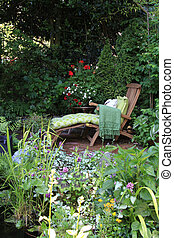 Garden lounge chairs - Comfortable lounge chair in a small...