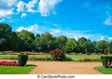 Garden of flowers - park in Budapest on the Margaret Island ...