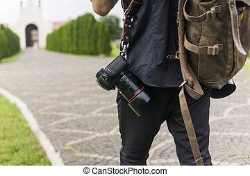 garden., photography., straps, chemise, brun, photographe, vert, cameras, dos, contre, deux, sac, épaule, noir, route, mariage, professionnel, vide