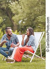 garden., séance, chaises, couple, pont, jeune, vert