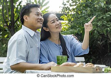garden., thé, couple, après-midi, boire, personne agee