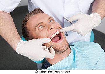 garder, patient, bureau, séance, bureau., dentaire, dentiste, bouche, chaise, vue, ouvrir dessus, homme
