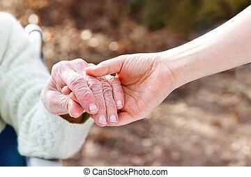 gardien, jeune, tenant mains, personne agee, dame