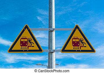 gare, panneau avertissement