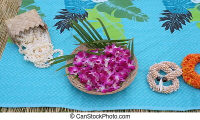 Garland arranged on mat 4k - Garland arranged on mat in ...