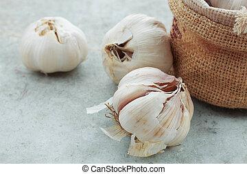 Garlic on the floor.