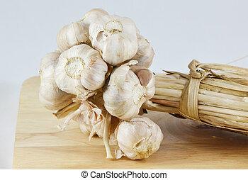 garlics, 上に, a, 木製のテーブル, ∥で∥, a, 選択的な 焦点