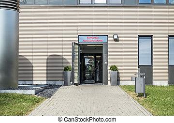 Garman sign at the hospital points towards the emergency room - translation: Entrance Emergancy Room