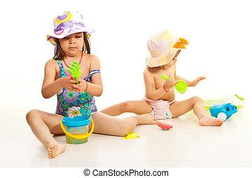 garotinhas, dois, brinquedos, praia, tocando