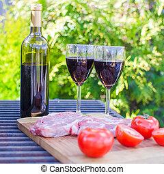 garrafa vermelha, ao ar livre, vinho, churrasco, bife, tomates