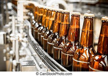 garrafas cerveja, ligado, a, correia transportadora