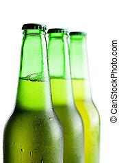 garrafas, sobre, isolado, cerveja, experiência verde, branca