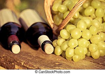 garrafas, uvas, vinho branco, vermelho, grupo