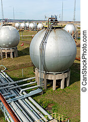 Gas and oil industry. Finished goods tanks. - Gas and oil...