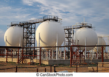 Gas Processing Plant. - Installation for the production of...