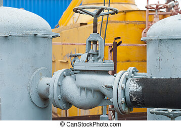 Gas valve on the pipe between the receivers.