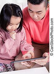 gastando, família, asiático, junto, tempo
