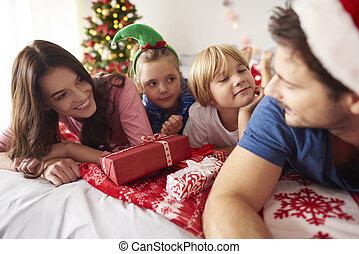 gastando, natal, tempo familiar