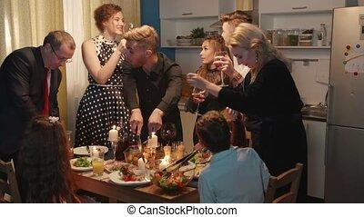 gasten, hun, eten, drank, kitchen., gezin
