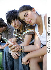 gasto, adolescentes, juntos, tiempo