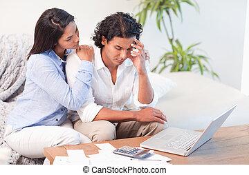gastos, pareja, underestimated, su, frustrado