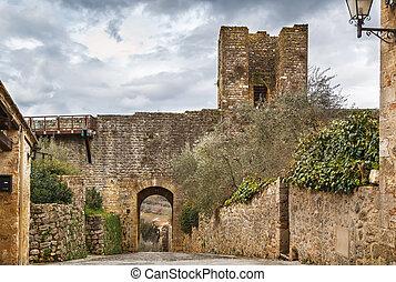 Gate in wall, Monteriggioni, Italy