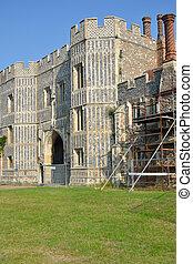 gatehouse, priorato