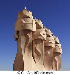 Gaudi, chimeneas,  Barcelona
