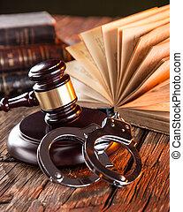 gavel bois, livres, table