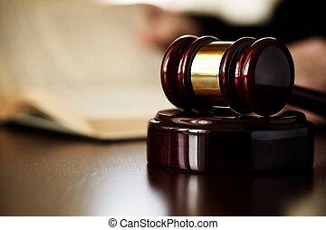 gavel, sędziowie