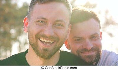 gay, draußen, sonnenuntergang, haben, paar, spaß, junger